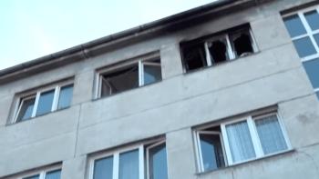 Výbuch plzeňské ubytovny: Z okna vyskočil muž, nyní bojuje o život