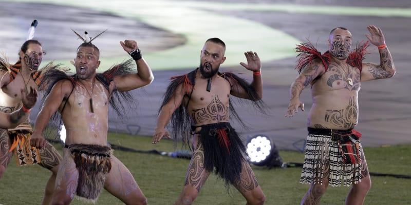 Účastníci průvodu Mardi Gras.