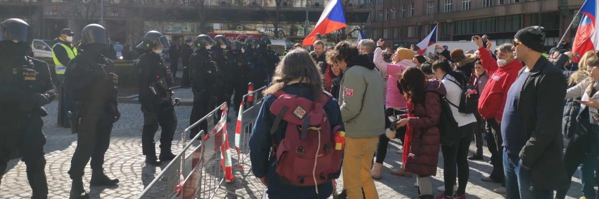 Sledujte ŽIVĚ: Lidé hromadně odchází z Václaváku. Dneska jsme zvítězili, prohlásil Volný