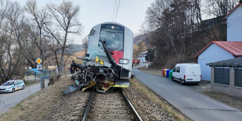 Ve vlaku bylo přibližně 30 cestujících.