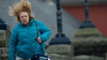 Na Česko se znovu žene silný vítr, dosáhne až 70 km/h. ČHMÚ varuje i před mrazem