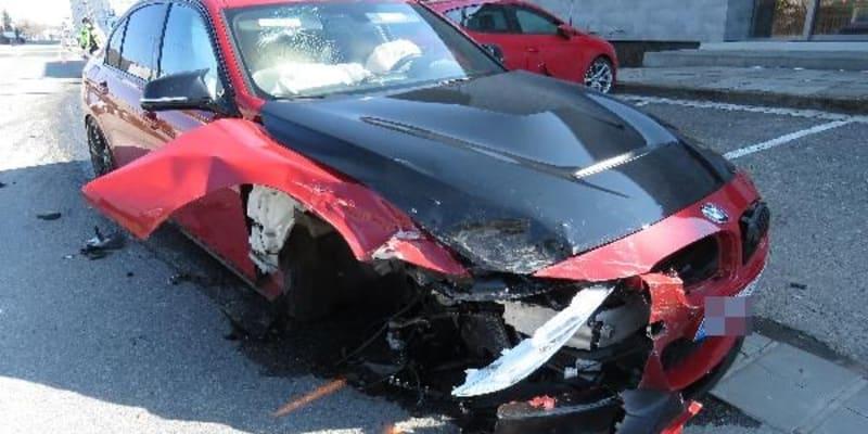 Hromadnou nehodu podle prvotních informací zavinil dvacetiletý řidič BMW.
