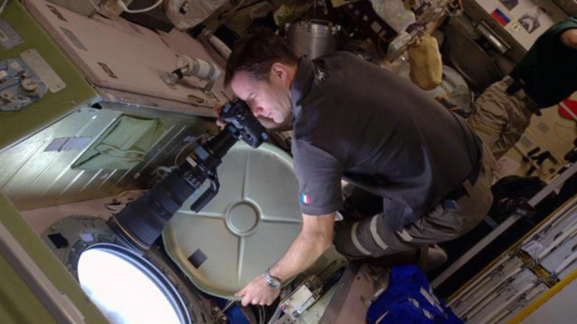 Francouz Thomas Pesquet se do vesmíru podíval před čtyřmi lety. Letos se musel nechat naočkovat proti covidu, aby mohl na ISS odletět s lodí společnosti SpaceX.