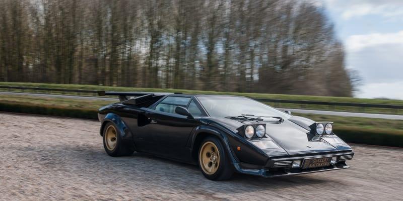 """Lamborghini Countach se stalo synonymem supersportovního auta 70. a 80. let. Jezdili jsme """"okřídleným"""" provedením LP 5000 S z roku 1985."""