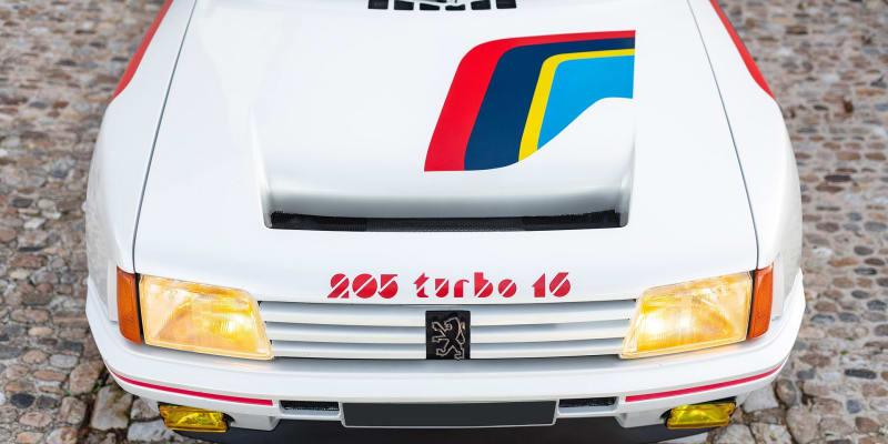 Vzácný Peugeot 205 Turbo 16