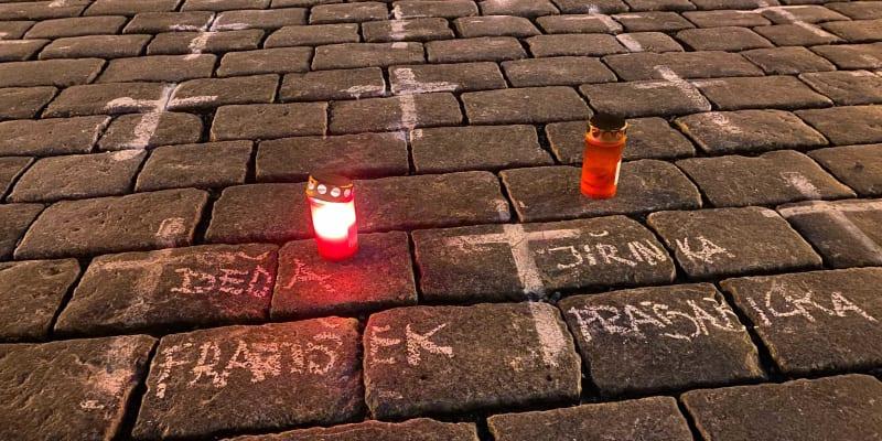 Křížky na Staroměstském náměstí