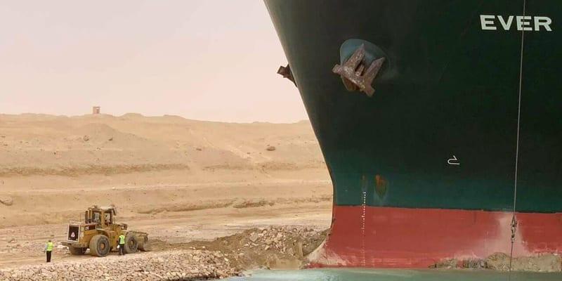 Suezský průplav spojuje Středozemní a Rudé moře a loni jím proplulo téměř 19 tisíc lodí, tedy v průměru 51,5 plavidla za den.