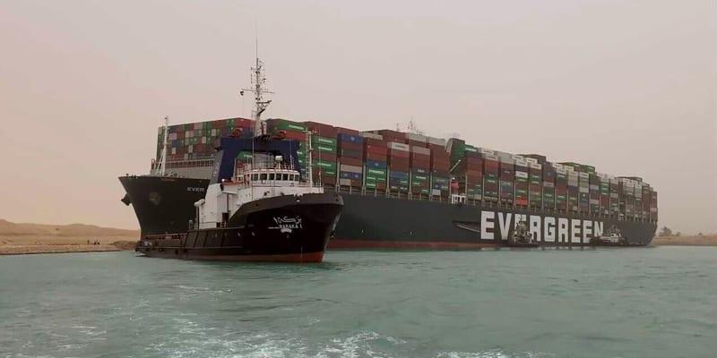 Kontejnerová loď Ever Given, registrovaná v Panamě, mířila z Číny do nizozemského přístavu Rotterdam.