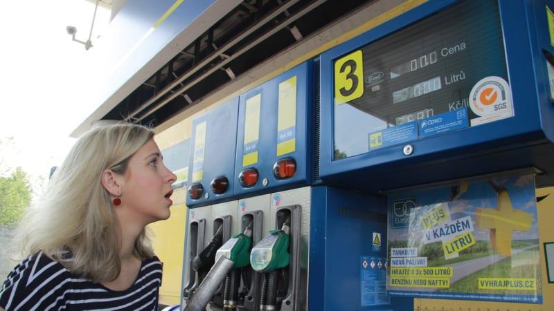 Češi tankují nejdražší benzín od roku 2014. Jeho cena vydrží, míní analytici
