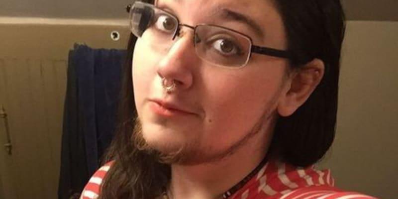 Američance Klyde Warrenové začaly růst vousy v patnácti letech.