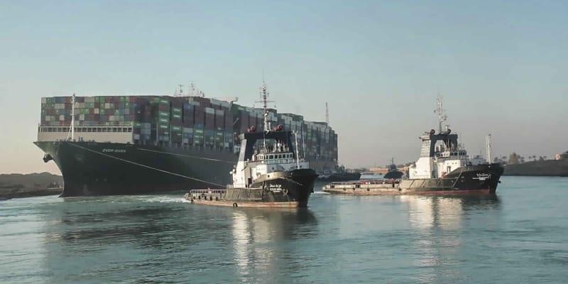 Vyproštěná kontejnerová loď Ever Given