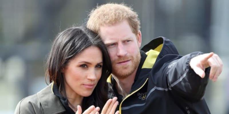 Princ Harry se snaží udržet krok se svojí manželkou, které roste popularita.