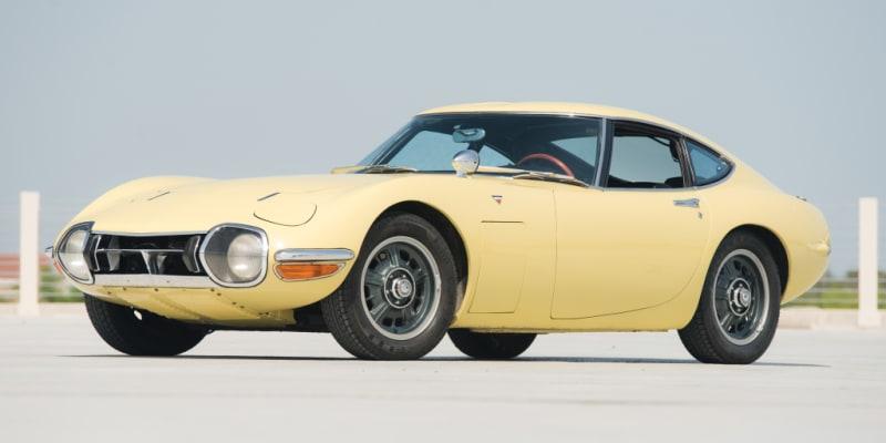 Toyota 2000GT z roku 1966 se právem řadí mezi světové automobilové perly. Pro Jamese Bonda  ve filmu Žiješ jenom dvakrát vznikly dva exempláře bez střechy.