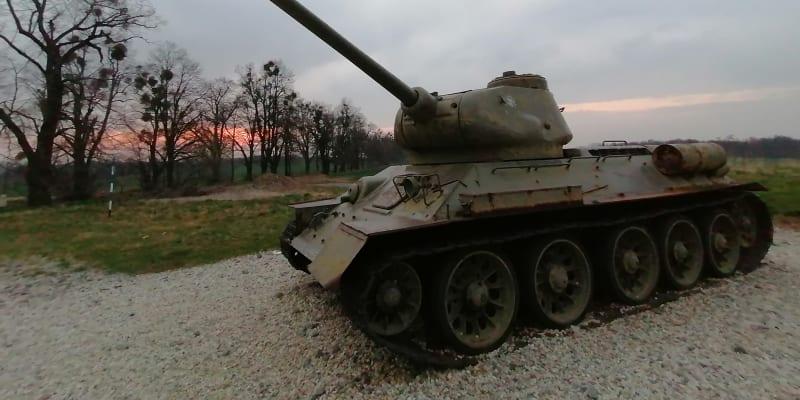 Národní památník II. světové války v Hrabyni. V Ostravské operaci válčilo i 65 československých tanků, do Ostravy se jich probojovalo sedm.