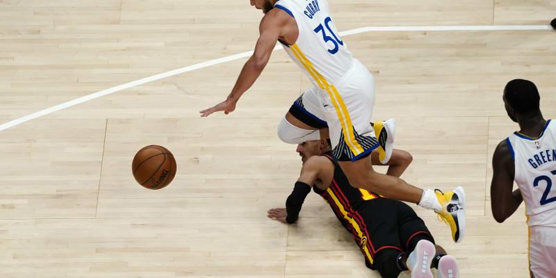 Stephen Curry v zápase proti týmu Atlanta Hawks