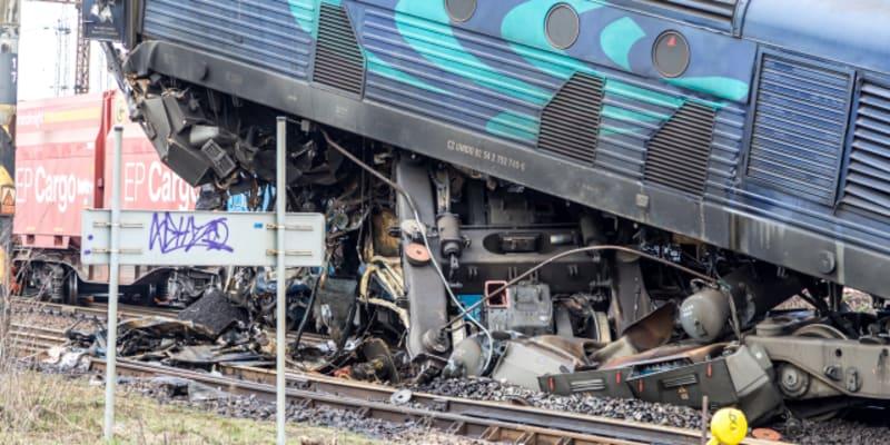 Odstraňování následků nehody nákladních vlaků u obce Světec na Teplicku.