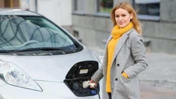 Elektromobily budou stát za pár let jako běžná auta. Zlevní díky lacinějším bateriím