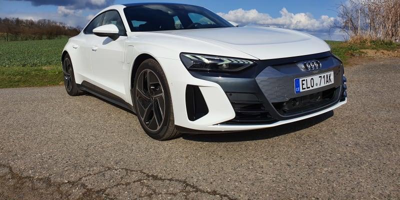 Řídili jsme Audi e-tron GT na českých silnicích.