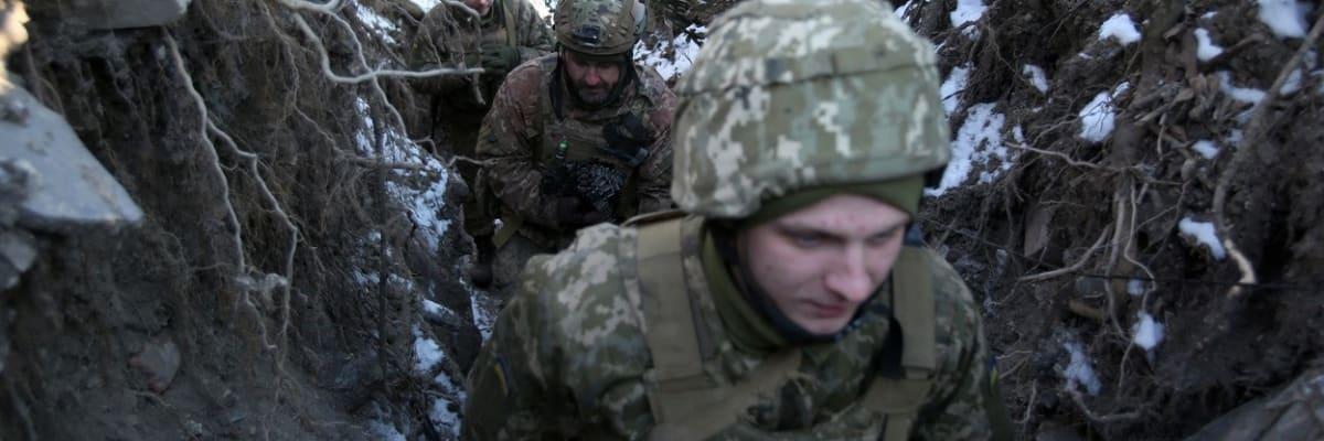 Rusko má u hranic s Ukrajinou více vojáků než před invazí na Krym. USA chystají lodě