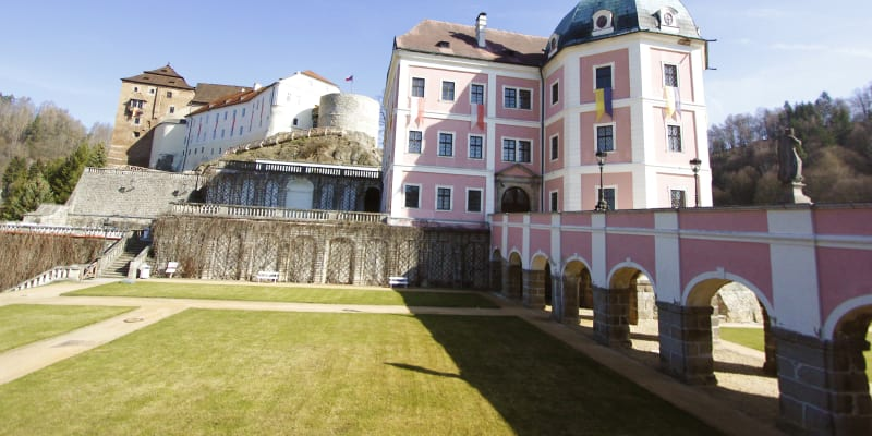 Hrad a zámek v Bečově nad Teplou se nachází v Karlovarském kraji.