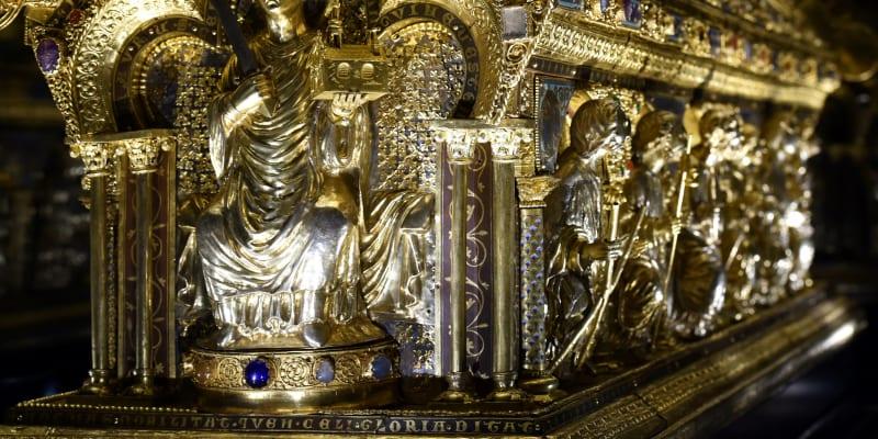 Relikviář svatého Maura byl vyroben ve 13. století v Belgii.