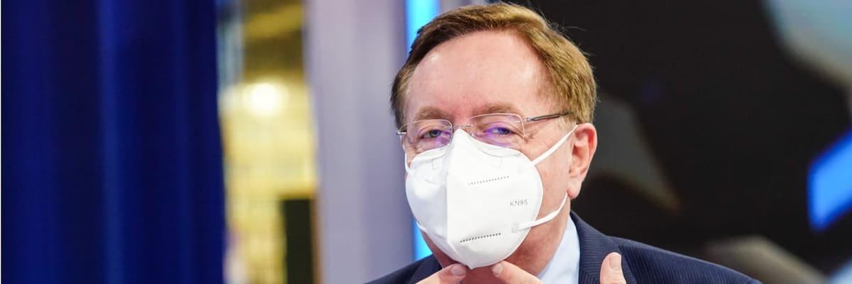 Arenberger bere zpět výhrůžky: Léto bez roušek venku půjde, zachrání nás vakcíny