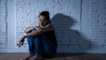 Třetina lidí má po covidu psychické a neurologické problémy, tvrdí studie