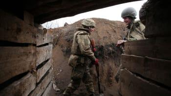 Proruští separatisté zastřelili na Ukrajině dalšího vojáka. Od rána je však na frontě klid