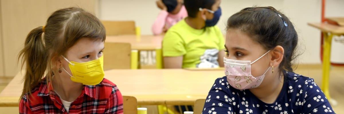 Část rodičů odmítla poslat děti do školy. Kritizuje povinné testování i nošení roušek