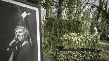 Poslední rozloučení s Petrem Kellnerem: Sbohem mu u rodinné vily dali jen jeho nejbližší