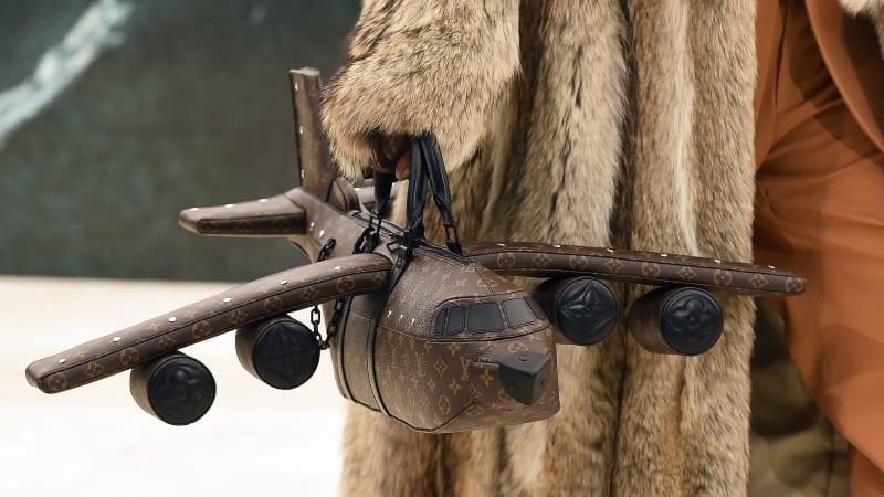 Kabelka ve tvaru letadla za 850 tisíc korun. Louis Vuitton představil novou kolekci