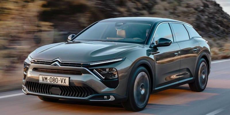 Nová C5 hlásí návrat k tomu, co Citroën v dobách minulých vždy zdobilo – nadčasová elegance.