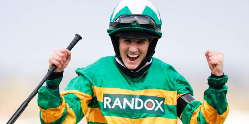 Rachael Blackmoreová se raduje krátce za cílem z vítězství ve Velké národní.