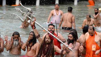 Nejrychleji očkující země v křeči: Indie schválila Sputnik, chce zabránit katastrofě