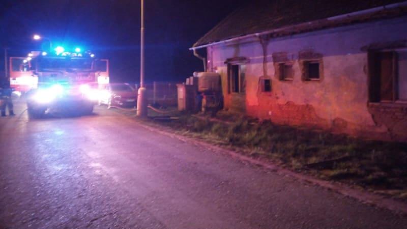 Požár rodinného domu v Hradci Králové si vyžádal oběť. V objektu bylo hodně odpadu