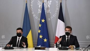 Stáhněte svá vojska od ukrajinských hranic, vyzvali Rusko Macron, Merkelová a Zelenskyj