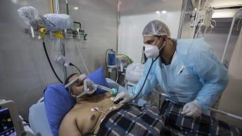 Nová globální hrozba. U pacientů s covidem objevili infekci, na kterou nezabírají léky