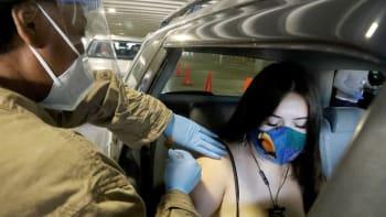 V USA zemřelo na covid několik desítek lidí, přestože už byli očkovaní