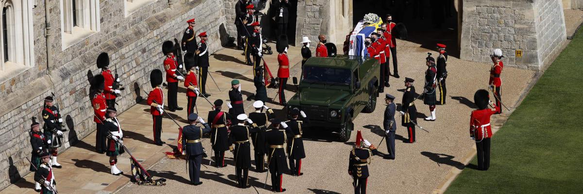 Přímý přenos: Královská rodina dorazila do kaple. Začíná pohřeb prince Philipa