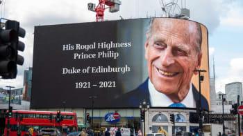 Přímý přenos: Poslední rozloučení prince Philipa. Pohřeb bude sledovat i Meghan