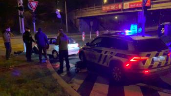 Policejní honička v Praze. Řidič na policii zaútočil pepřovým sprejem a obuškem