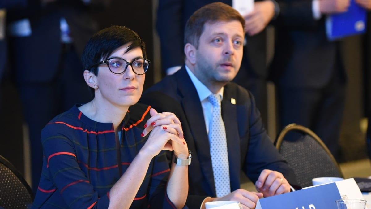 Opozice vybírá budoucí ministry. Jakému resortu by mohli šéfovat Pekarová či Rakušan?