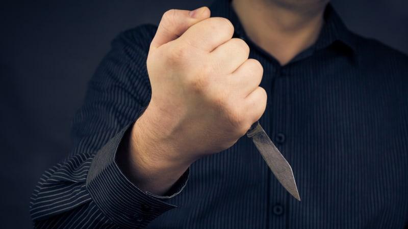 Ve vlaku na Přerovsku pobodal muže. Ten agresora upozornil na nevhodné chování
