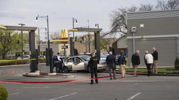 Tragédie u McDonald's. Střelec zabil sedmiletou dívku, její otec bojuje o život