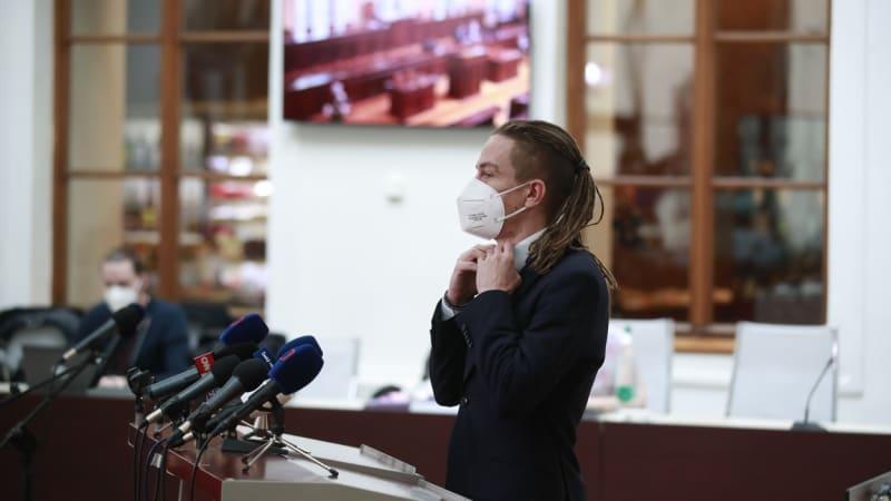Sledujte ŽIVĚ brífink po jednání Bartoše se Zemanem. Shodnou se na předčasných volbách?