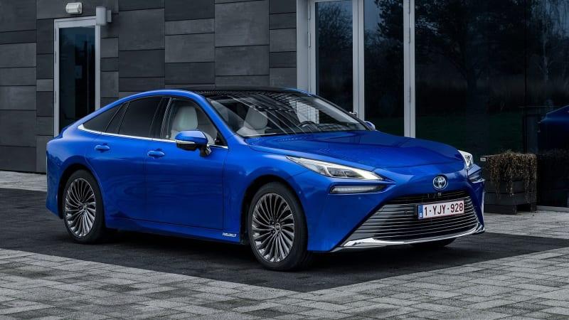 Toyota uvedla na český trh první vodíkové auto. Není ho ale kde tankovat