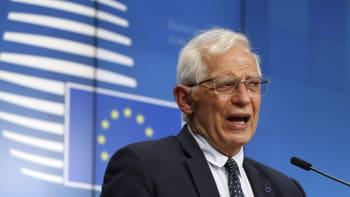 Evropská unie stojí za Českem a podporuje potrestání viníků, uvedl šéf její diplomacie