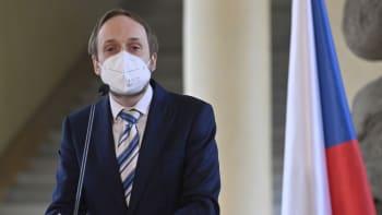 Cestování do okolních zemí bude očkovaným umožněno už v sobotu, potvrdil Kulhánek