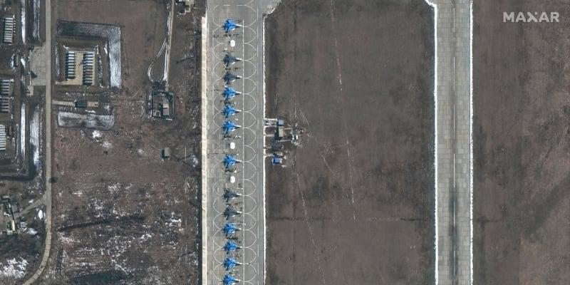 Bombardéry Suchoj Su-34 se nacházejí asi 160 kilometrů od hranice s Ukrajinou.