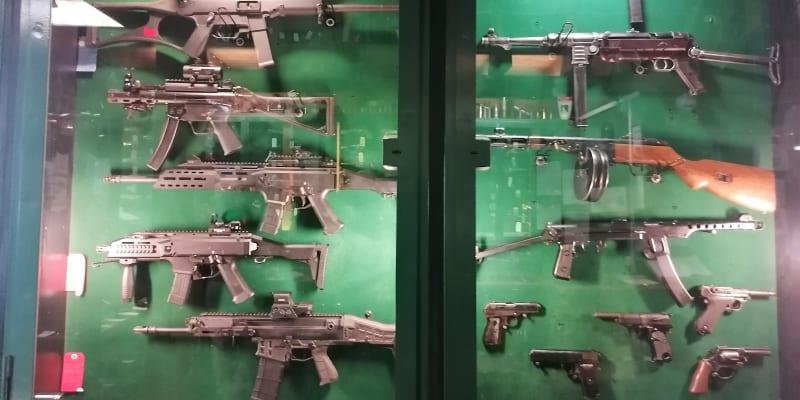 Hotel Corrado se střelnicí a prodejnou zbraní. Takové ubytování muselo agenty GRU nadchnout.